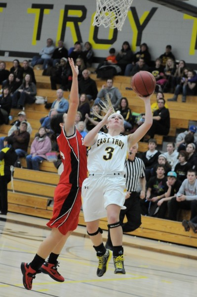 East Troy hangs on for win over Tide