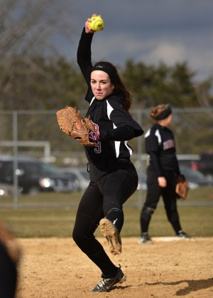 Softball splits doubleheader