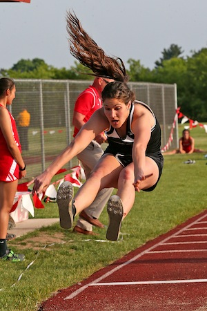 Track teams advance to sectionals