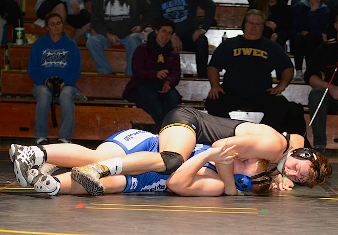 Wrestlers fall to Evansville