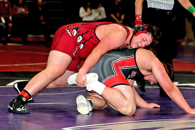 Three Badger HS wrestlers make finals