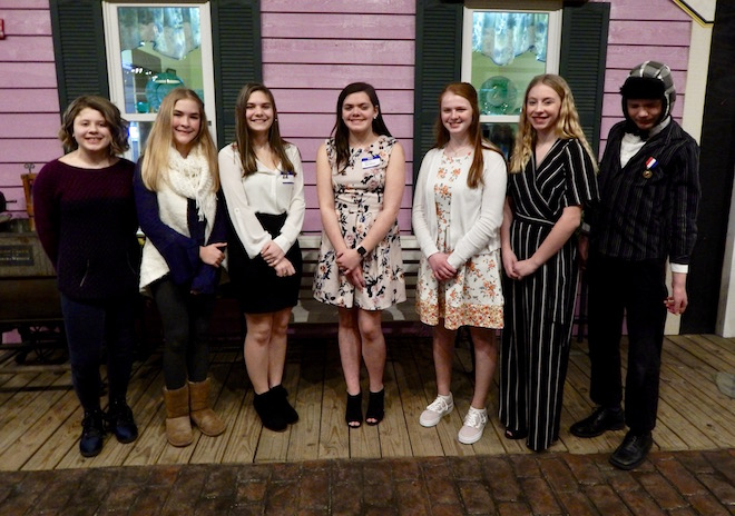 DAR honors area students