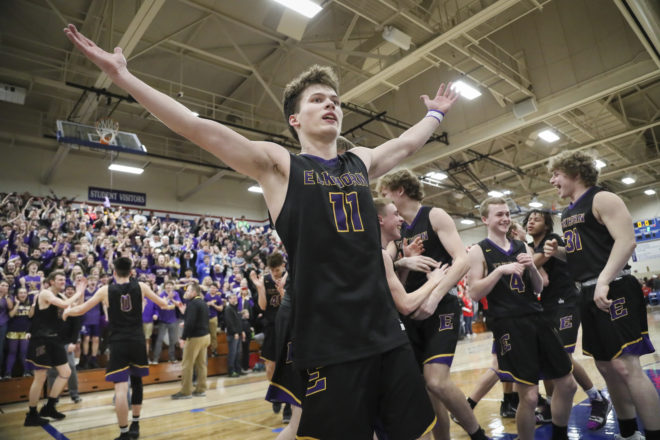 BREAKING: Last-second layup lifts Elkhorn basketball to first state tournament in over 30 years